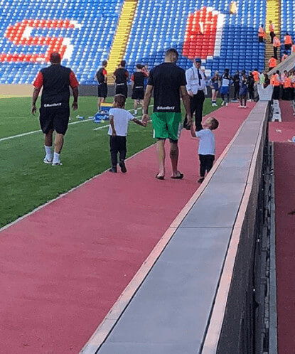 Vicente Guaita Sons With Father In Stadium