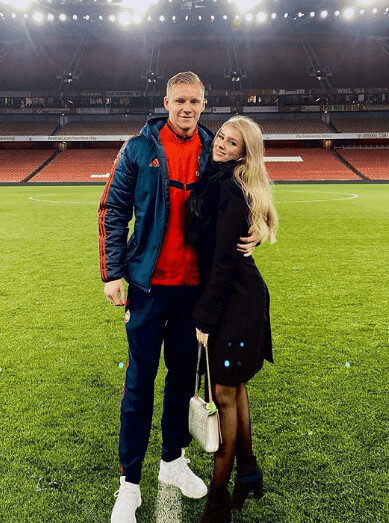 Sophie Christin Moment With Bernd Leno In Emirates Stadium