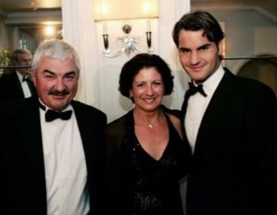 Robert Federer with his wife and son, Roger Federer.