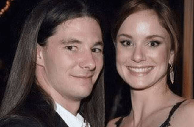 Oakes Wayne's parents, Josh Winterhalt and Sarah Wayne Callies.