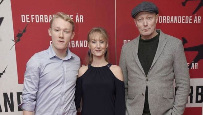 Thor Mikkelsen with parents, Lars Mikkelsen and Anette Stovelbaek.
