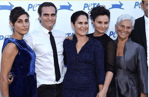 Jodean Bottom's half brother, Joaquin Phoenix, and sisters, Rain, Liberty and Summer with their mother, Arlyn Phoenix