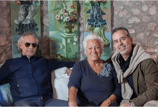 Alberto Bocelli with his mother and brother