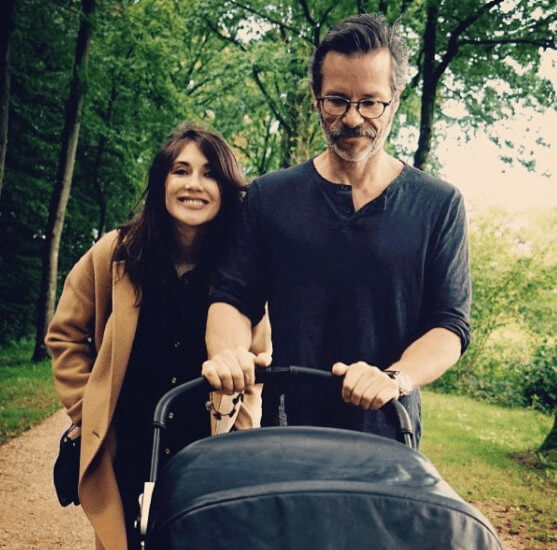Guy Pearce Girlfriend And Baby In One Picture
