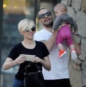Scarlett Johansson with her ex-husband Romain and daughter Rose