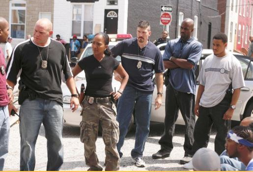 Corey Parker Robinson in the set of 'The Wire' with his co-stars