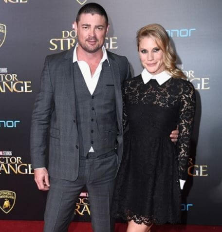 Hunter Urban's Mom(Natalie Wihongi )and dad (Karl Urban).