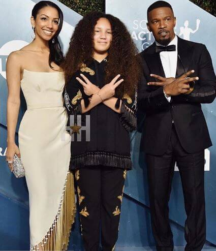 Annalise Bishop with her elder sister Corinne and father Jamie at SAG Award.