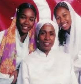 Takiyah Muhammad with her mother, Syreeta Wright and sister, Harmoni