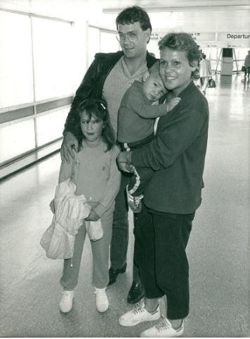Throwback picture of Roger Cawley with his wife, Goolagong Cawley and children at the Airport.