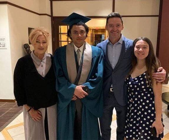 Oscar Maximilian Jackman with his father, Hugh Jackman, mother, Deborra–Lee Furness, and sister in his graduation.