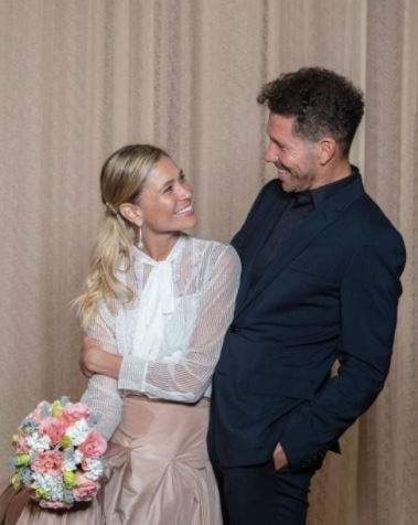 Wedding picture of Diego Simeone and Carla Pereyra.